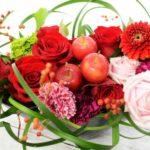 花材の個性を生かしたデザイン「ミスカンサスとノイバラ」