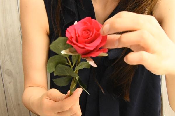 プリザーブドのバラに茎を付ける